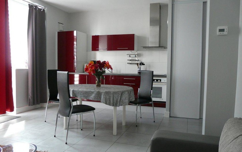 Location de vacances - Appartement à Saint-Malo - four, micro-ondes, frigo avec case congel, lave vaiss, lave ling