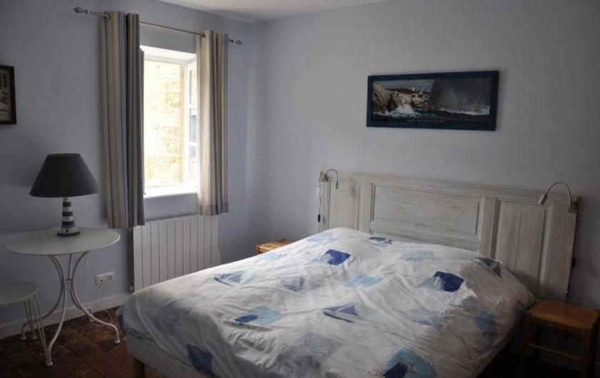 Location de vacances - Gîte à Saint-Julien - La chambre Marine du Vigneronnage  au Château du Jonchy à St Julien dans le Rhôn