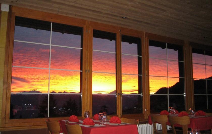 Location de vacances - Hôtel - Auberge à Villars-sur-Ollon - Salle à manger panoramique