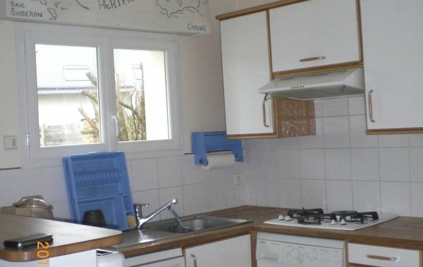 Location de vacances - Villa à Carnac - cuisine ouvert sur la salle à manger. Expo. Nord /ouest