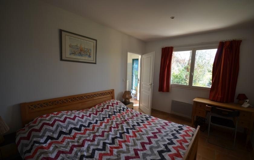 Location de vacances - Villa à Saint-Raphaël - séjour avec poêle à bois
