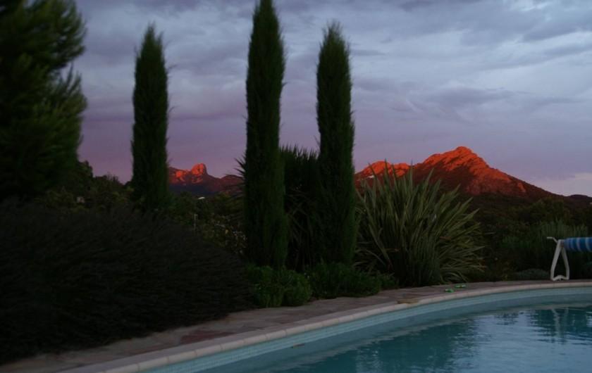 Location de vacances - Villa à Saint-Raphaël - coucher de soleil sur le Rastel d'Agay