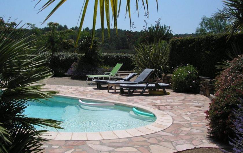 Location de vacances - Villa à Saint-Raphaël - Piscine avec plage immergée, idéale pour les enfants