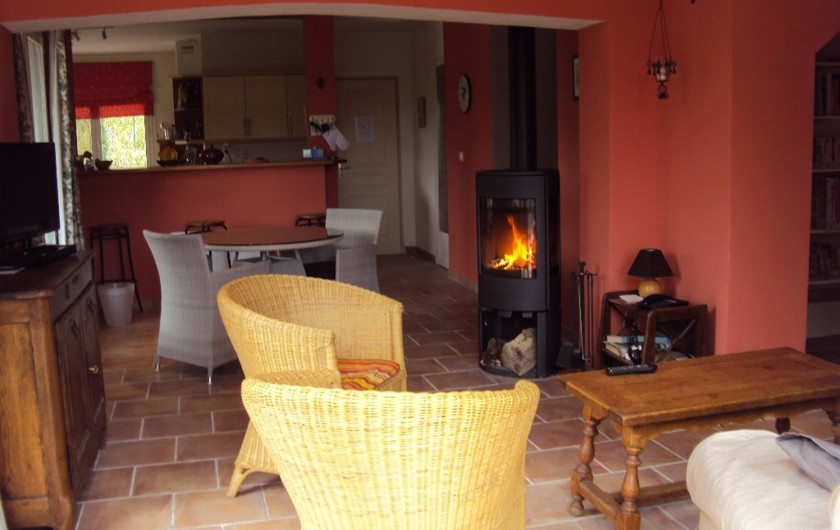 Location de vacances - Villa à Saint-Raphaël - séjour donnant sur la cuisine