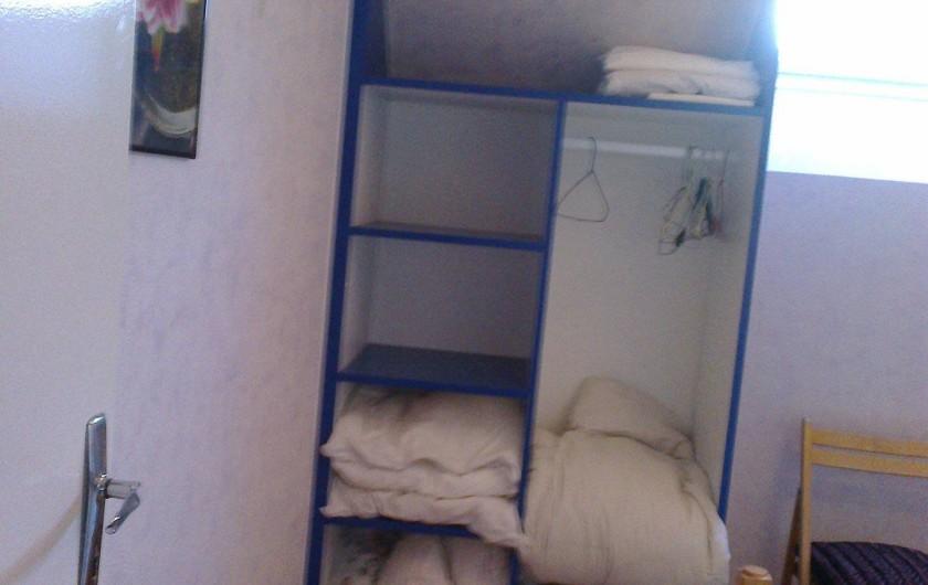 Location de vacances - Appartement à Perros-Guirec - placard de rangements