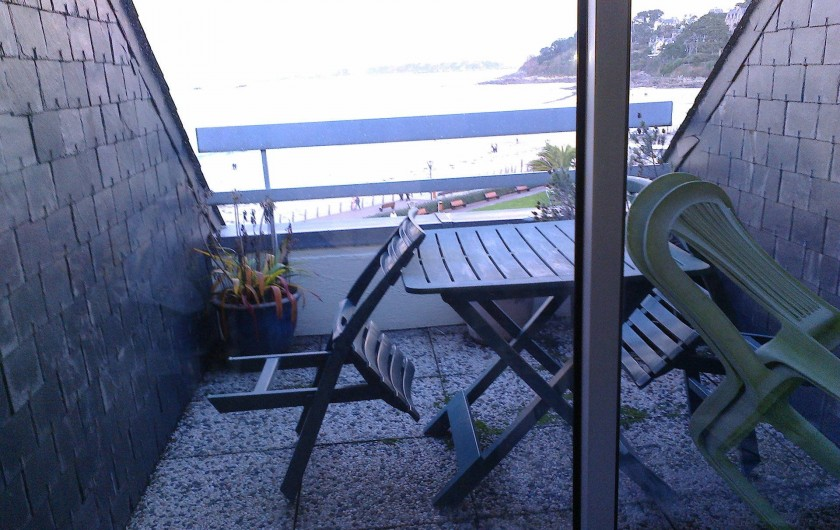 Location de vacances - Appartement à Perros-Guirec - terrasse + table de jardin et 4 chaises