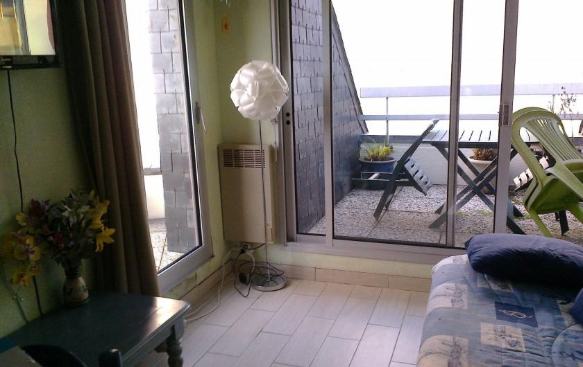 Location de vacances - Appartement à Perros-Guirec - salon vue sur la mer