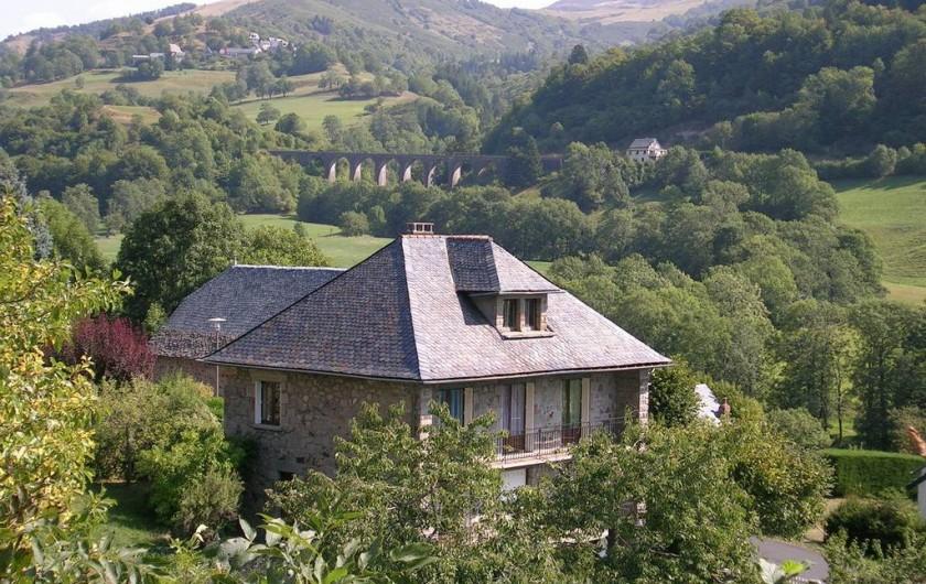 Location de vacances - Gîte à Saint-Jacques-des-Blats - vue generale