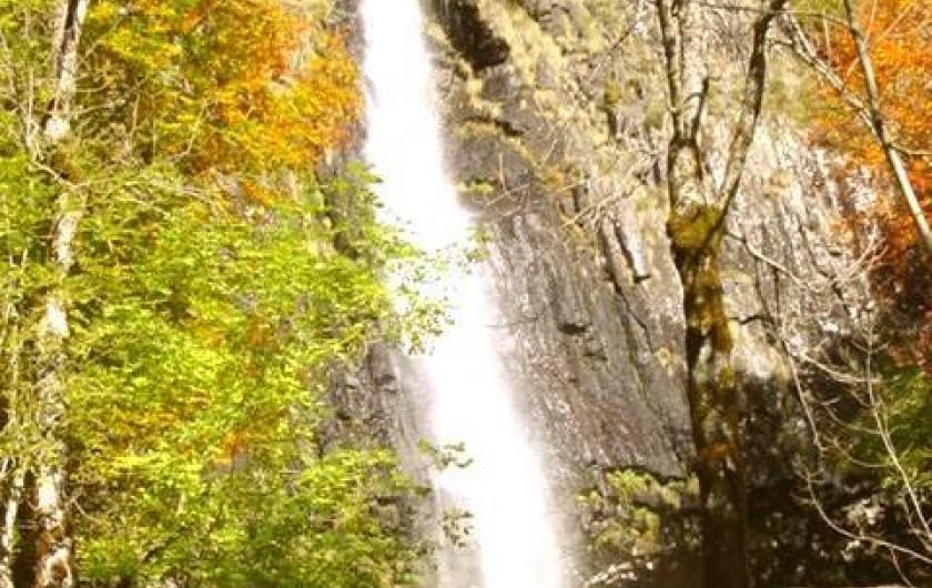Location de vacances - Gîte à Saint-Jacques-des-Blats - cascade de Faillitoux