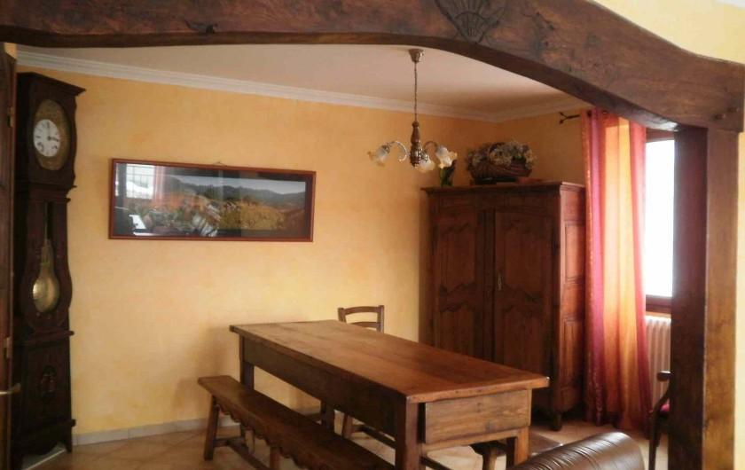 Location de vacances - Gîte à Saint-Jacques-des-Blats - salle a manger
