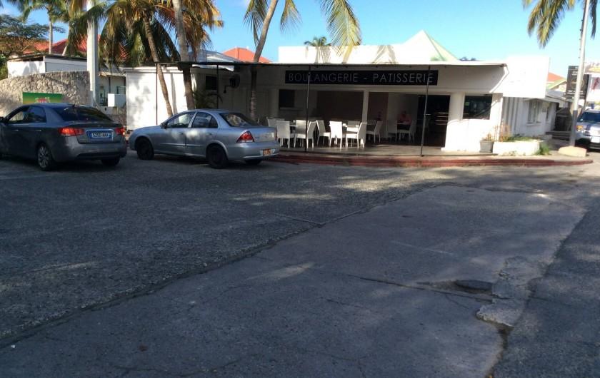 Location de vacances - Studio à Baie Nettlé - grande boulangerie point chaud à l'entée du domaine
