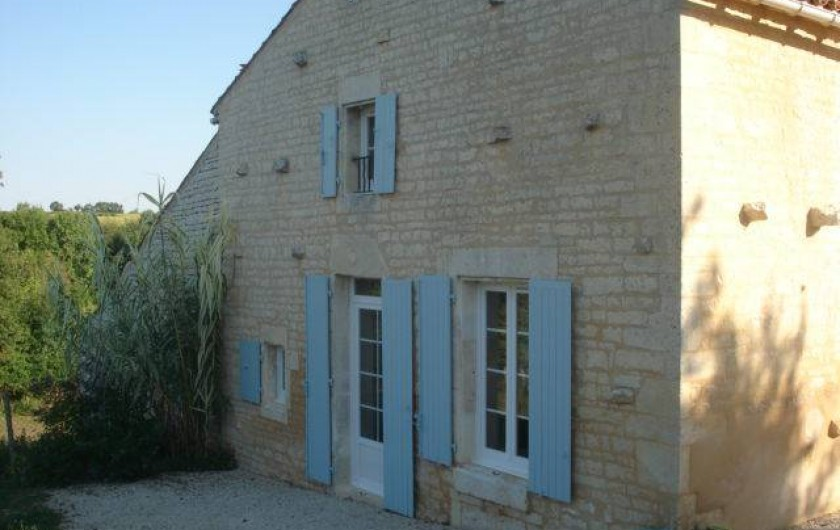 Location de vacances - Gîte à Neuvicq-le-Château - Façade ouest