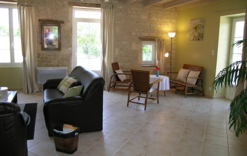 Location de vacances - Gîte à Neuvicq-le-Château - salon et coin détente