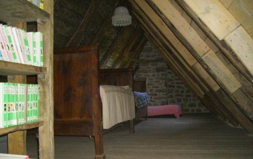 Location de vacances - Gîte à Florentin-la-Capelle - Chambre 3 (dortoir de 3 lits, à l'étage)