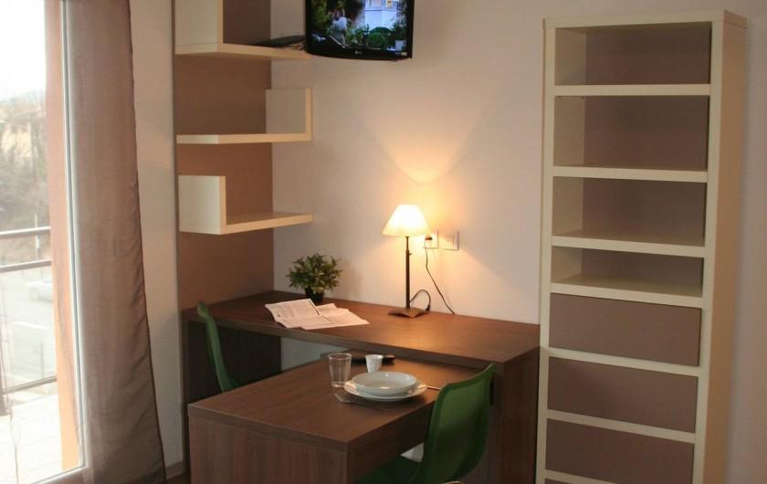Location de vacances - Studio à Aix-en-Provence - Coin salle à manger/ bureau