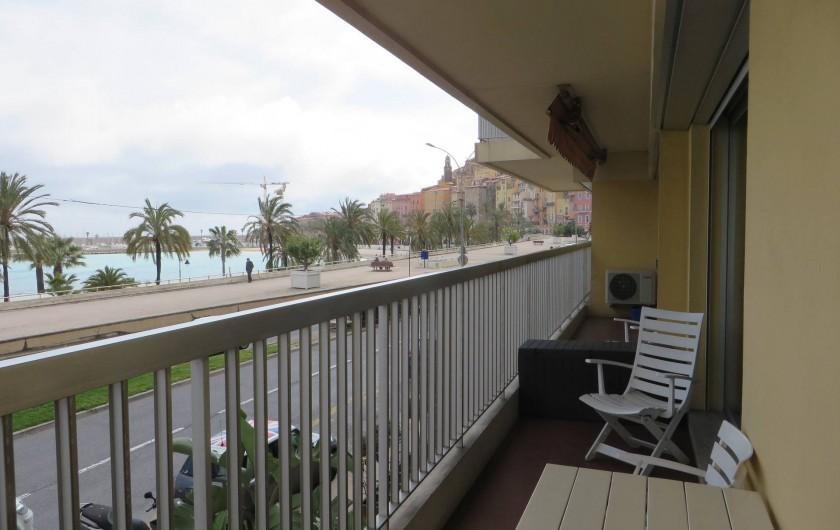 Location de vacances - Appartement à Menton - terrasse avec vue sur mer
