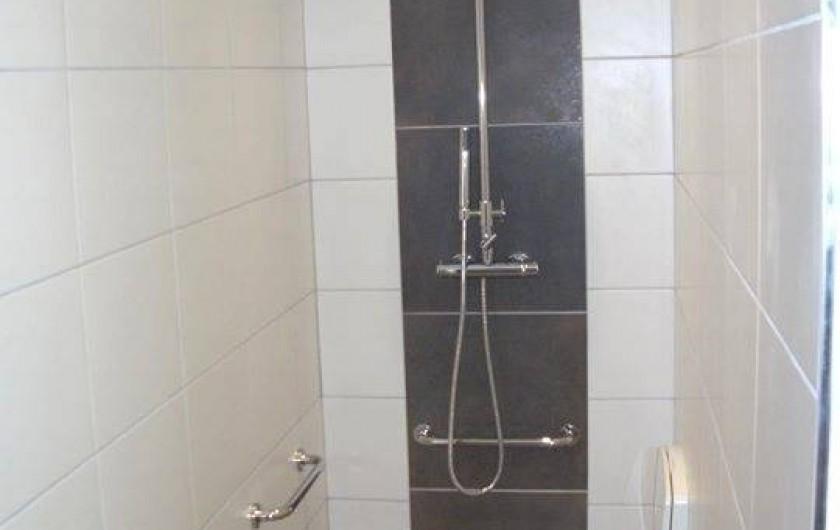 Location de vacances - Gîte à Ouffet - douche italienne