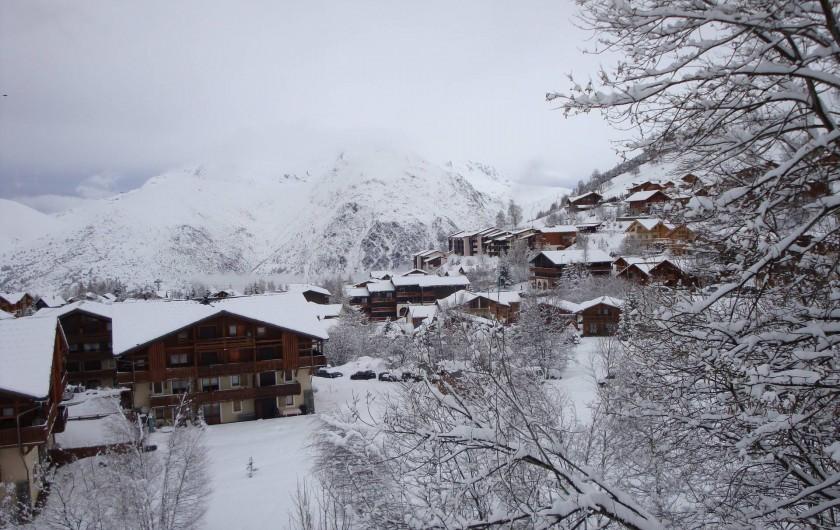 Location de vacances - Appartement à Les Deux Alpes - Au nord côté parking Vue sur l'Alpe d'Huez