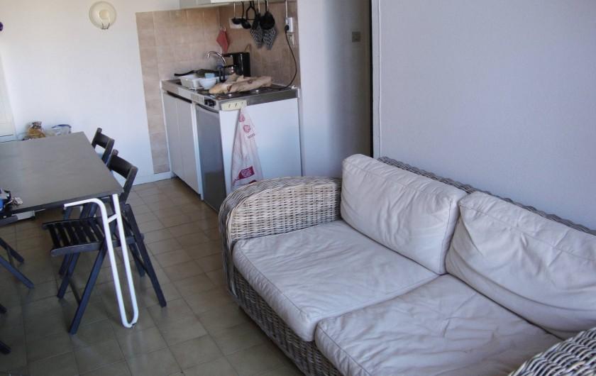 Location de vacances - Maison - Villa à Port Leucate - Coin cuisine et coin salon