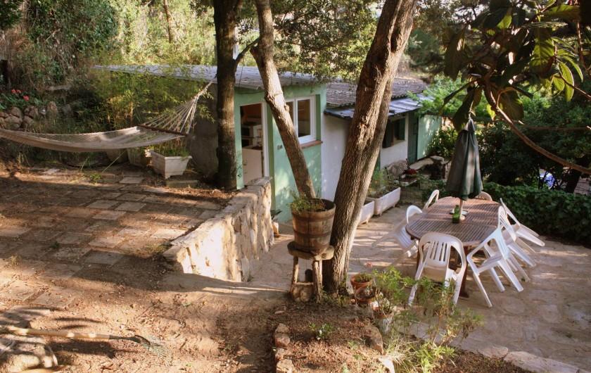 Location de vacances - Maison - Villa à Pietrosella - Cabanon de 38m² sur terrain arboré sans vis à vis.