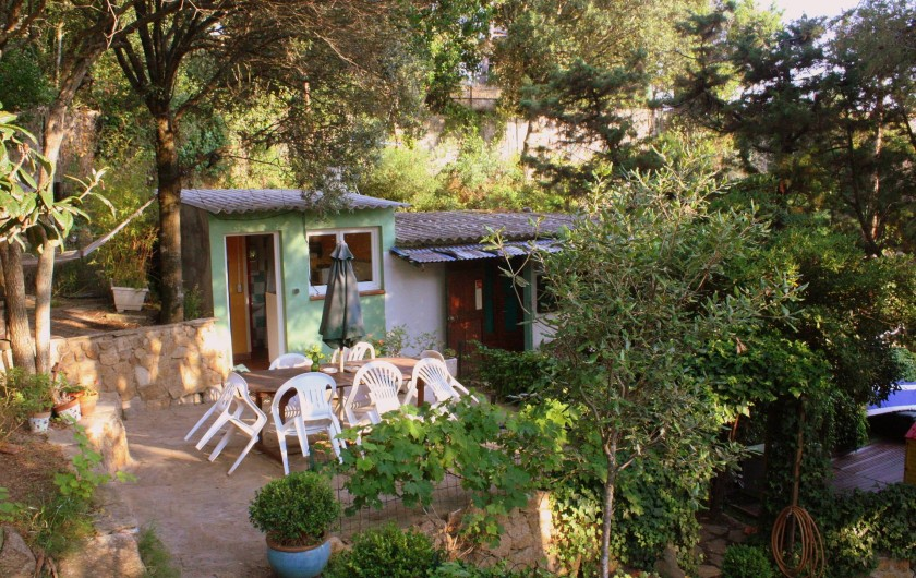 Location de vacances - Maison - Villa à Pietrosella - Adorable cabanon sur terrain arboré.