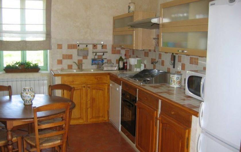 Location de vacances - Gîte à Conne-de-Labarde - coin cuisine et salle à manger