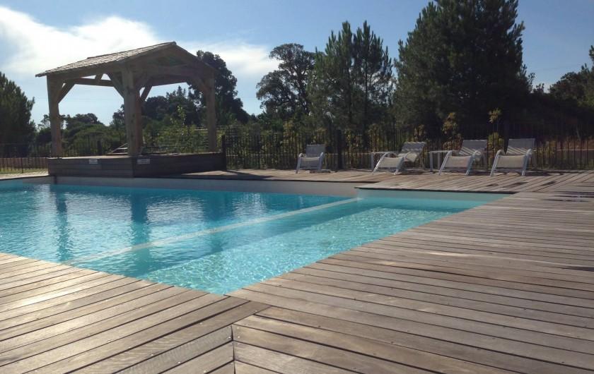 Location de vacances - Appartement à Porto-Vecchio - Piscine à débordement avec bassin pour enfants