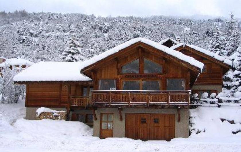 Location de vacances - Chalet à La Salle-les-Alpes - façade sous la neige