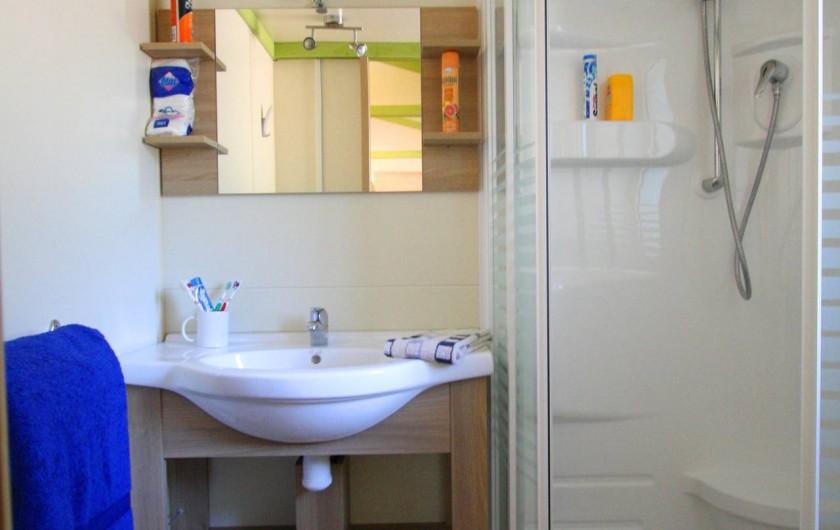 Location de vacances - Bungalow - Mobilhome à Calvi - salle de bain