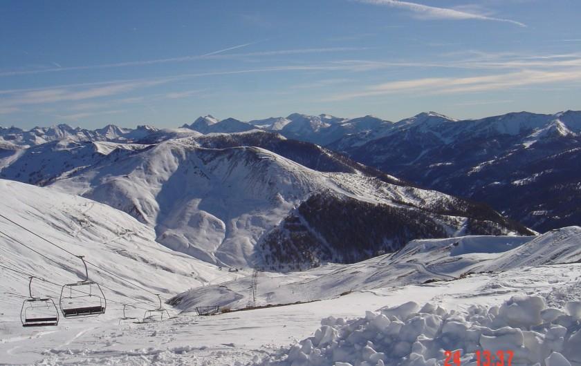 Location de vacances - Studio à La Foux d'Allos - Vue depuis la piste du Vescal sur la piste du signal et la vallée du Verdon.