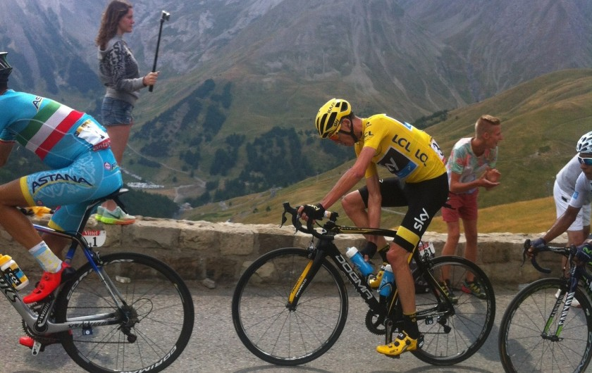 Location de vacances - Studio à La Foux d'Allos - Maillot jaune du Tour du France en ascension du Col d'Allos