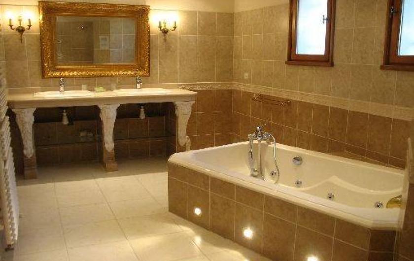 Location de vacances - Villa à Cannes - salle de bain villa des oliviers étage