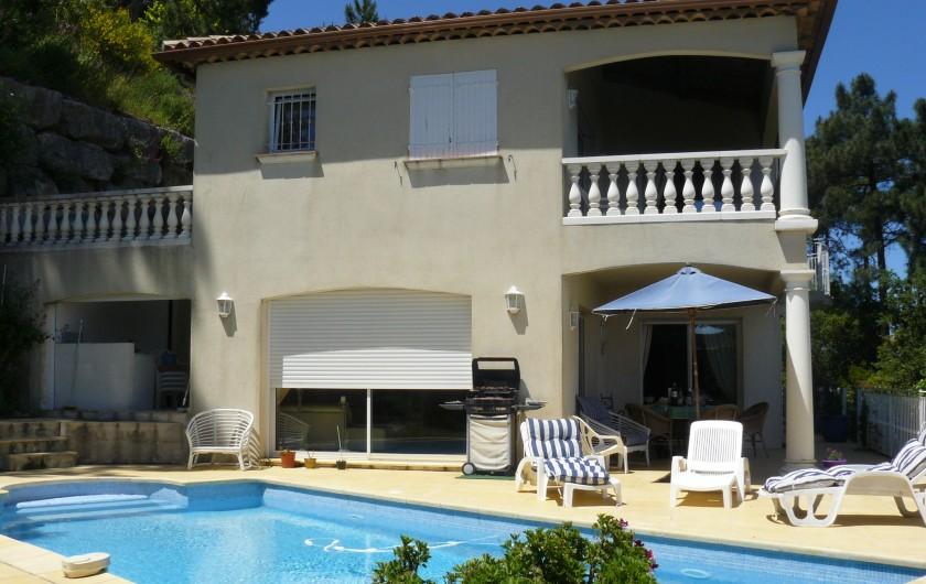 Location de vacances - Villa à Cannes - Salle d'eau et WC niveau piscine