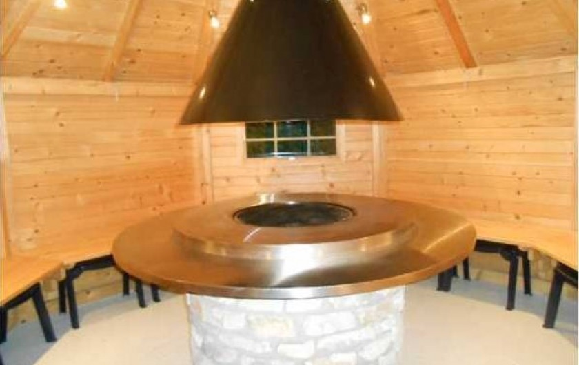 Location de vacances - Gîte à Malmedy - L'intérieur de la cabane barbecue