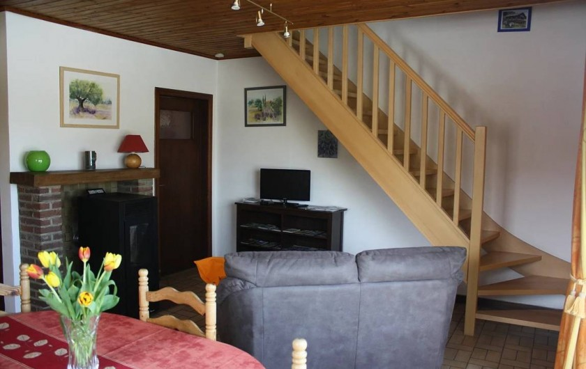Location de vacances - Gîte à Aywaille - Le salon avec le poêle à pellet