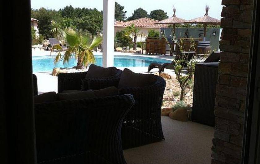 Location de vacances - Villa à Lecci - Pergola extérieure à l'est, côté piscine abritant le salon détente