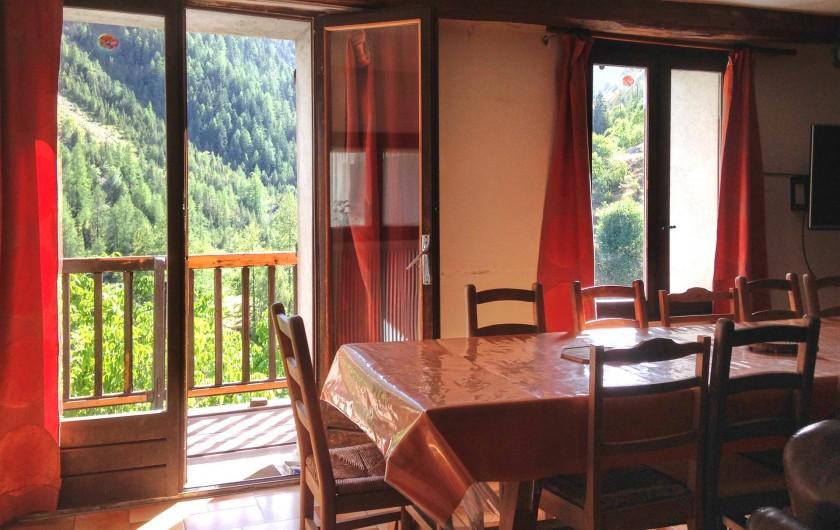 Location de vacances - Maison - Villa à Saint-Dalmas-le-Selvage - Salon et balcon rez de chaussée