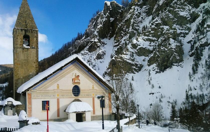 Location de vacances - Maison - Villa à Saint-Dalmas-le-Selvage - L'église sous la neige