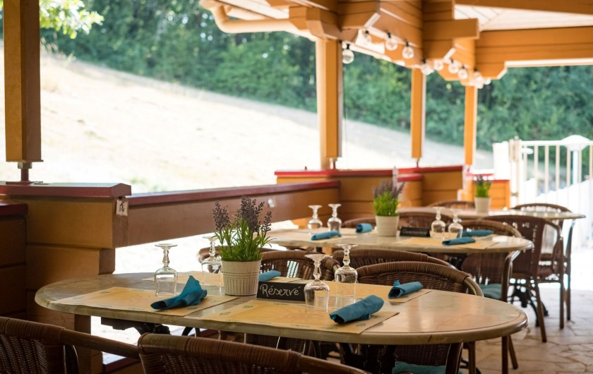 Location de vacances - Chalet à Mauroux - Terrasse restaurant/snacking