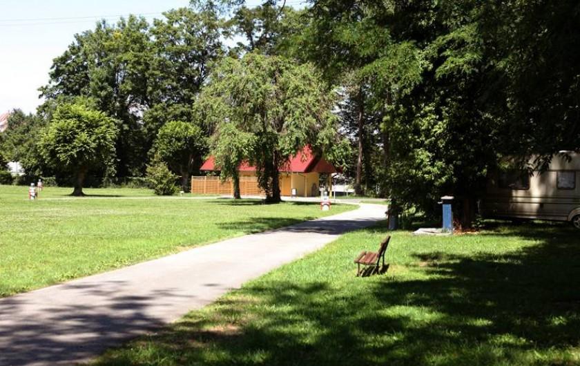 Location de vacances - Camping à Altkirch - Sanitaire du camping les Acacias