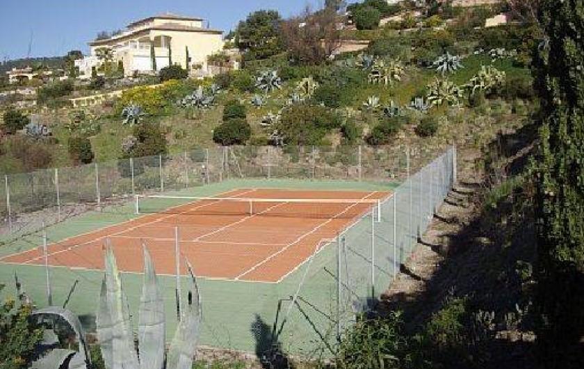 Location de vacances - Villa à Les Issambres - TERRAIN DE TENNIS COMMUN
