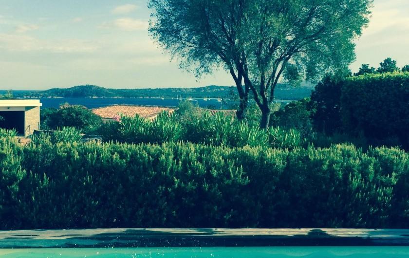 Location de vacances - Villa à Sainte-Lucie de Porto-Vecchio - Vue Piscine Mer Baie Pinarello