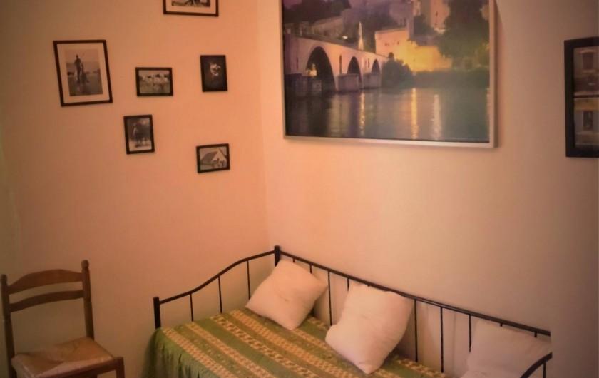 Location de vacances - Maison - Villa à Saint-Rémy-de-Provence - Le divan de la chambre principale
