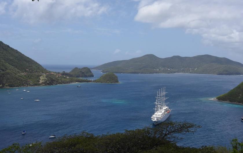 Location de vacances - Studio à Terre-de-Haut - la baie et vue de l'ile deTERRE DE BAS