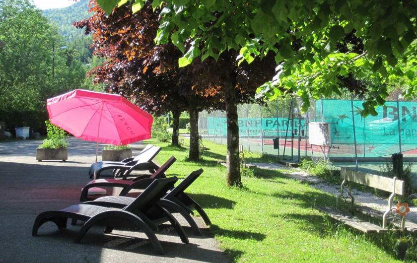 Location de vacances - Bungalow - Mobilhome à Nantua - Terrasse du bar du camping