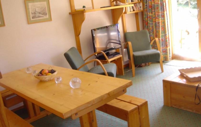 Location de vacances - Appartement à Méribel - Salon, salle à manger très lumineux