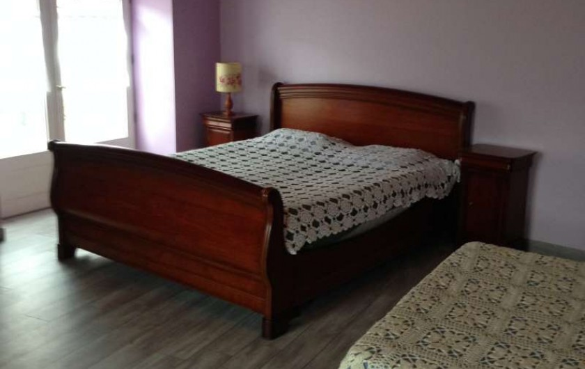 Location de vacances - Maison - Villa à Saint-Julien-Labrousse - la grande chambre  à l'étage avec 2 grands lits de 2 places