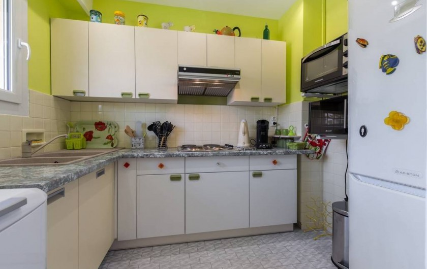 Location de vacances - Appartement à Menton - Cuisine équipée - Four micro-onde  Lave linge réfrigérateur congélateur...