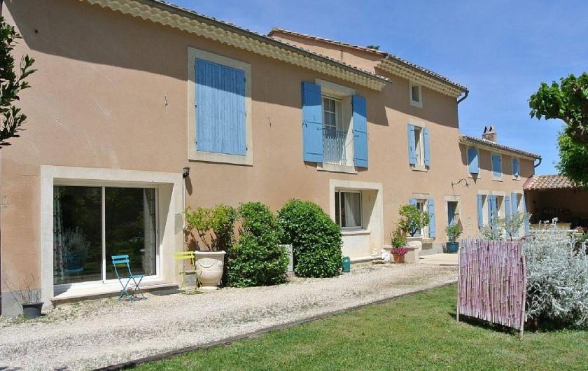 Location de vacances - Appartement à Caderousse - Le mas dans son intégralité