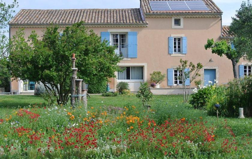 Location de vacances - Appartement à Caderousse - Le mas au printemps